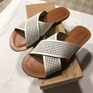 NIB Indigo Rd White Sandals